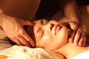 Расслабляющий массаж лица и шеи
