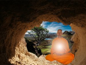 монах медитирует для увеличения духовного пола. Четвертая чакра – Алтарь сердца
